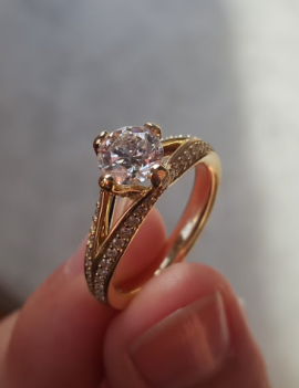 1.04 carat Diamond Ring 18K Yellow Gold